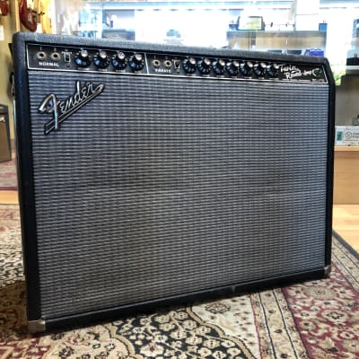 1967 Fender Twin Reverb 85-Watt Vintage Blackface Guitar Combo Amplifier