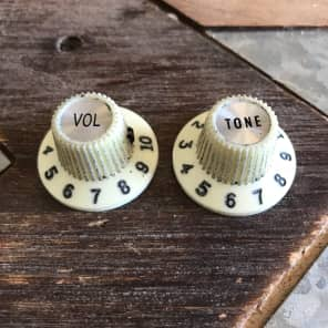 Fender / Real Life Relics 65 Jazzmaster knobs set of 2 Aged off white 0992086000