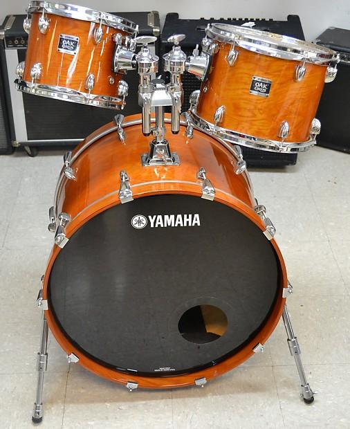 yamaha oak custom bass drum with 10 and 12 toms reverb. Black Bedroom Furniture Sets. Home Design Ideas
