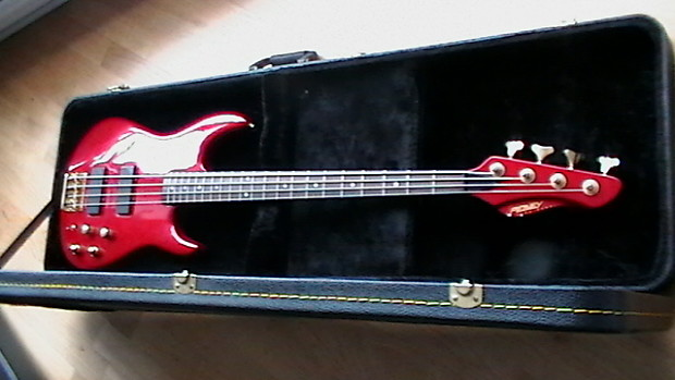 peavey dyna bass gold 1992 red stevey sell 39 s boutique reverb. Black Bedroom Furniture Sets. Home Design Ideas