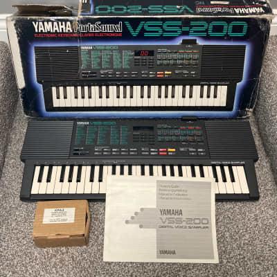 Yamaha Portasound VSS-200 Synthesizer Sampling Keyboard Retro Synth