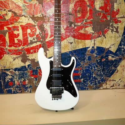 Valley Arts  Standard Pro Usa, White Very Rare Low Serial Number Pre Samick Complete Set Collectors Grade for sale