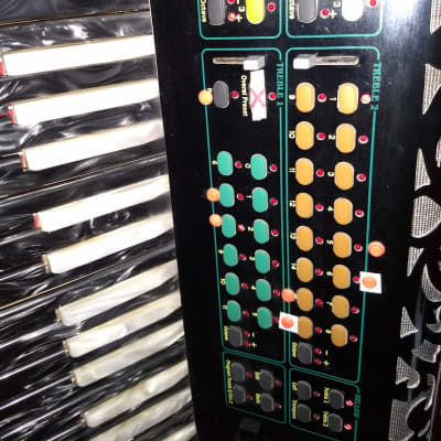 Logic System Accordions World Wide Model Midi S 1000  Black