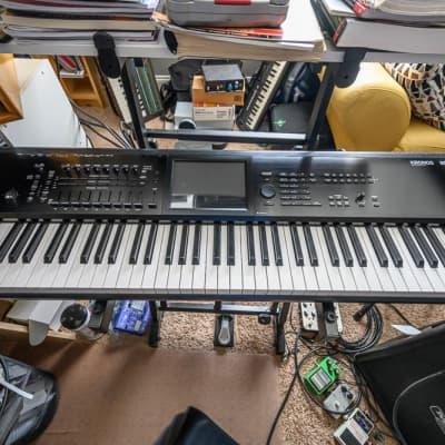 Korg KRONOS 2 73-Key Digital Synthesizer Workstation