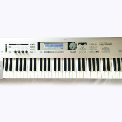 KORG Triton LE Music Workstation Synthesizer 61-Key Keyboard. Made in JAPAN. Sounds Great !..