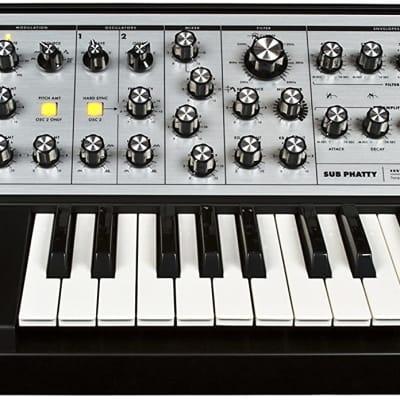 Moog Sub Phatty Analog Synthesizer incl brand new gig bag