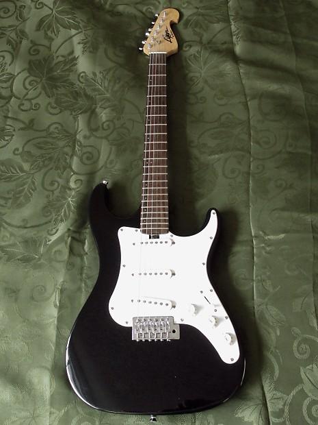 washburn lyon black strat style electric guitar set up with reverb. Black Bedroom Furniture Sets. Home Design Ideas
