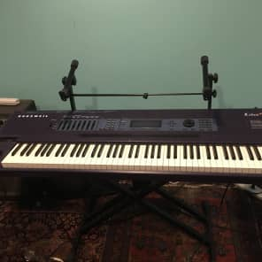 Kurzweil K2600X with flight case and manuals