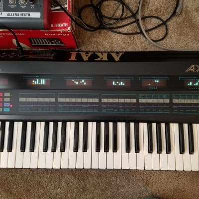 Akai AX80 Synthesizer - 8 voice analog