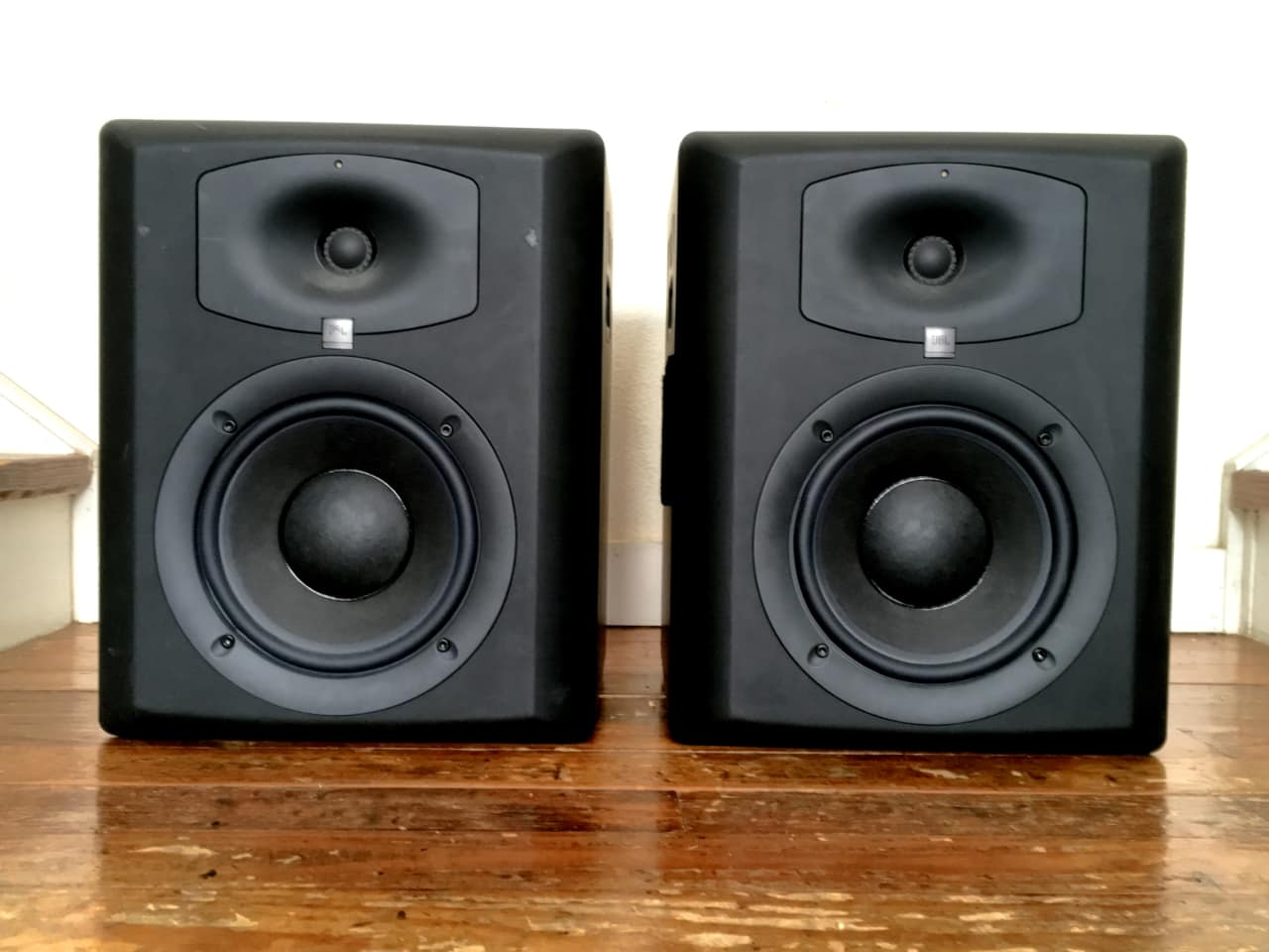 jbl lsr6328p powered studio monitor pair with jbl rmc room reverb. Black Bedroom Furniture Sets. Home Design Ideas