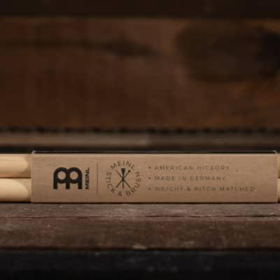 Meinl 5B Standard, 16 Hickory, Acorn Tip