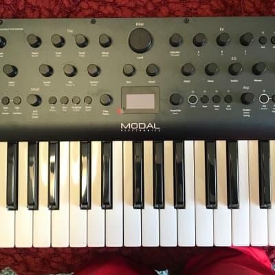 Modal Electronics Argon8 8 Voice 37-Key Wavetable Synthesizer