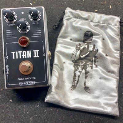 Spaceman Effects Titan II Fuzz Machine - #195/333, w/ bag and box