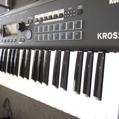 Korg Kross2-61  Synth Workstation