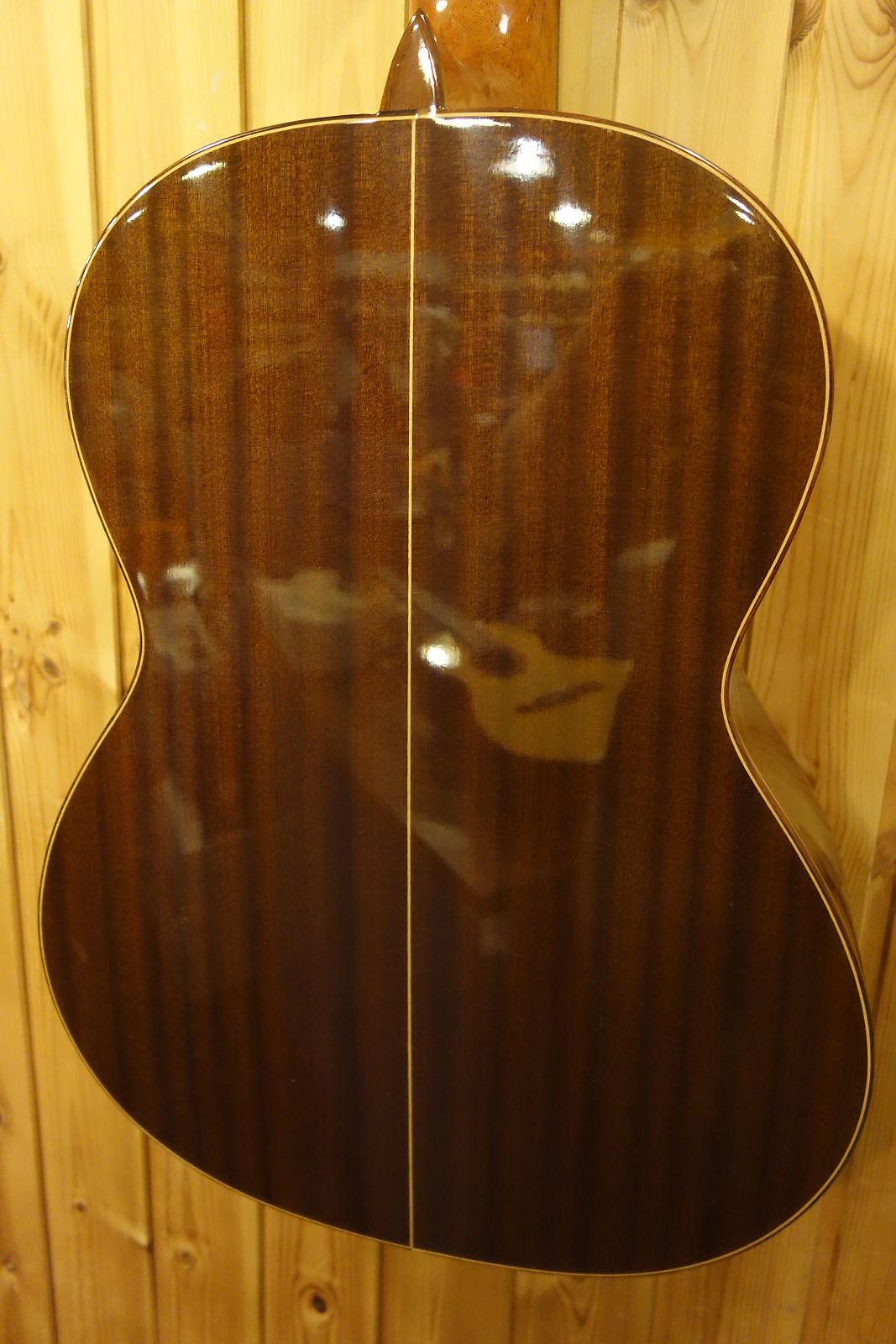 alhambra classical guitars