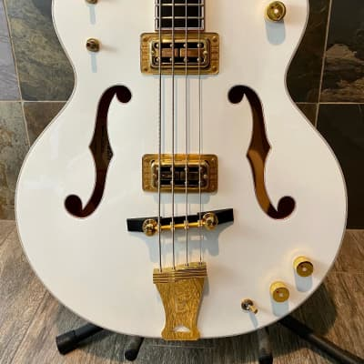 Gorgeous Like New Superbly Crafted Gretsch G6136LSB White Falcon Bass OHSC (0293)