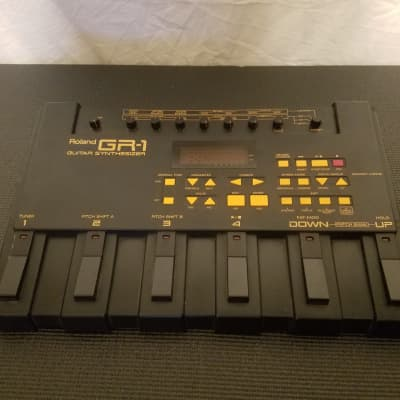 Roland GR-1 Guitar Synthesizer Floorboard Effects Pedal System Modulator MIDI in/out, Pedal only