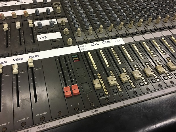 yamaha pm3000c 40 channel live analog mixing console w
