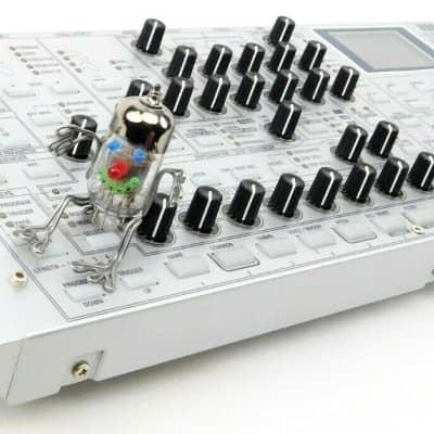 Korg Radias Synthesizer Rack Vocoder Desktop + Top Zustand + 1.5 Jahre Garantie Silber