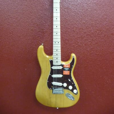Fender Limited Edtion Lightweight Ash American Professional Stratocaste Antique Natural, 7.8LBS