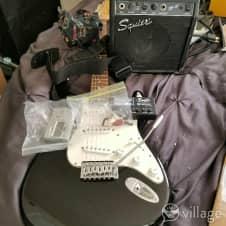 Guitar  Idk 1970 White N Black