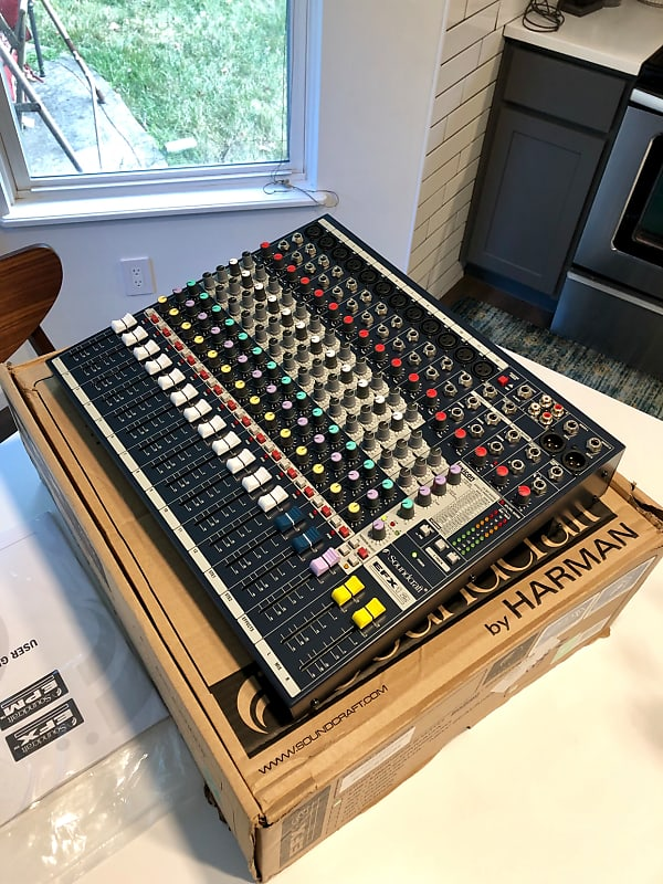 Soundcraft EFX12 12-Channel Mixer w/ Effects | Reverb