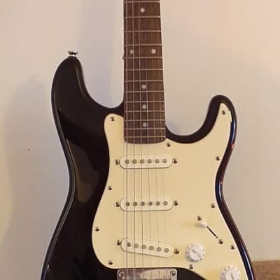 Squire (by Fender) Stratocaster  Gloss Black & White