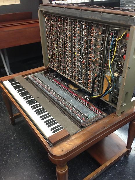 Un Hammond Novachord, vendu sur Reverb par NewOldSounds