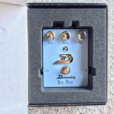 Duesenberg DPE-BM Blue Move Analog Chorus Pedal for sale