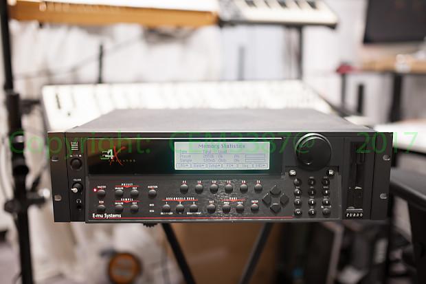 E-mu Emulator E4x TURBO 128voices /128MB sampling FX A + FX B