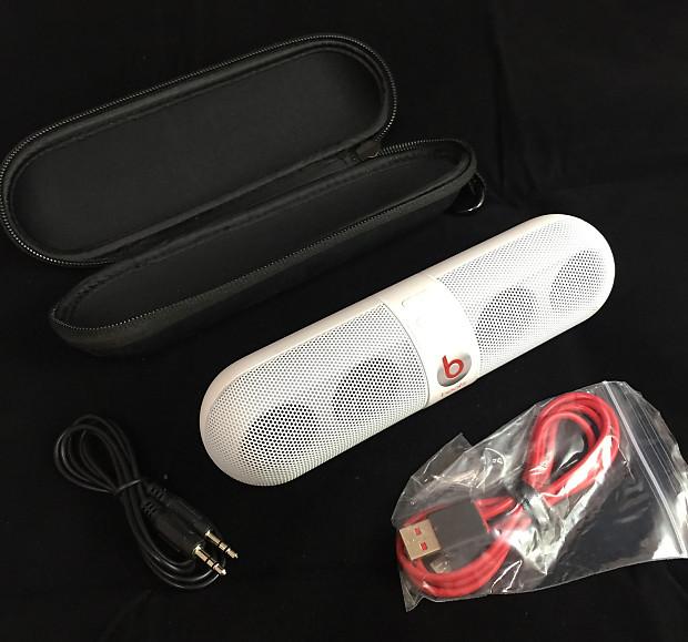 Beats Pill Portable Speaker (White) - Newest Model (B00GJVF7663)