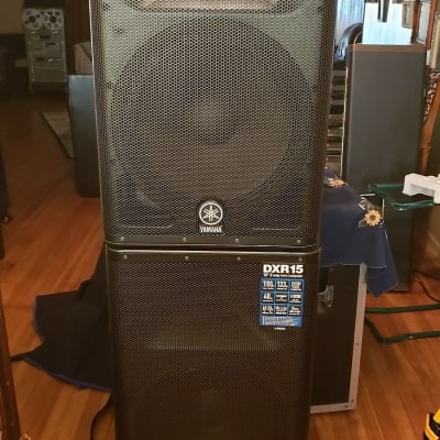 2 Yamaha DXR15 Active 2-Way 1100w Stage Speakers Pair With Padded Covers