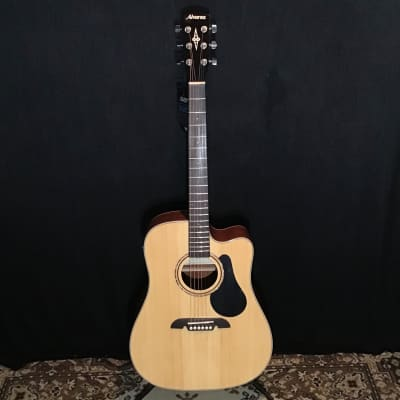 Alvarez RD26CE Dreadnought Cutaway with Electronics & Gig Bag