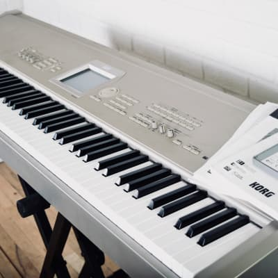 Korg Triton Studio 88 key piano keyboard synthesizer excellent cond. w/ manuals