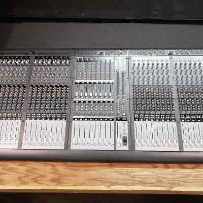 Mackie Onyx 3280 32-Channel 8-Bus Live Sound Reinforcement Console