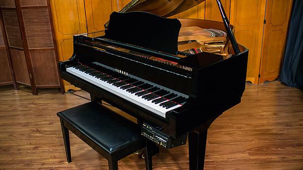 Yamaha Disklavier Baby Grand Piano - Model GH1 - Built 2002 - Ebony Polish  Finish