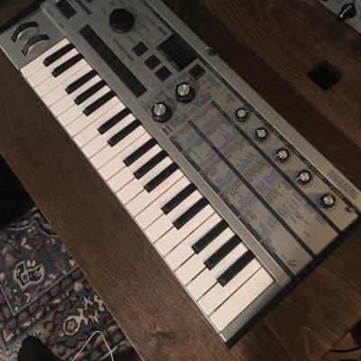 Korg microKORG Synthesizer/Vocoder Platinum limited edition