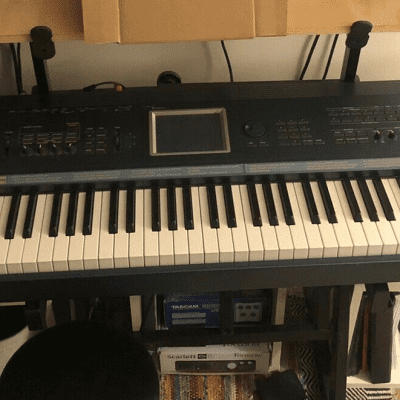 Korg Triton Extreme 88 Synthesizer Keyboard workstation Sampler 96mb RAM 2GB CF Card Cover included