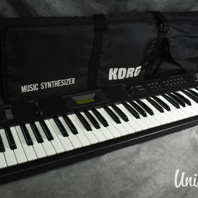 KORG X5 Music Synthesizer in very good condition