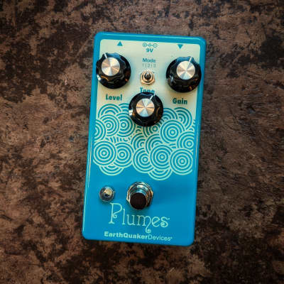 Earthquaker Devices Plumes Small Signal Shredder in TSP Exclusive Light Yellow and Teal