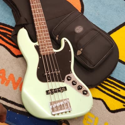 Fender Deluxe Active Jazz Bass V with Pau Ferro Fretboard Surf Pearl 2018 for sale