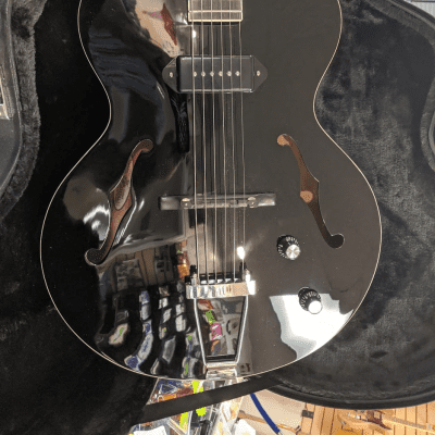 The Loar LH-309-BK Archtop Guitar with P-90 Pickup w/ Case