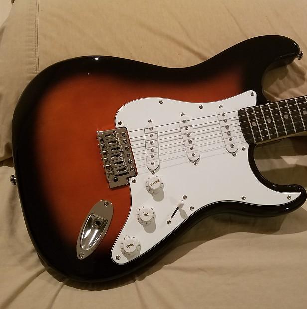 Silvertone Ss 15 Revolver Strat Electric Guitar In Vintage Reverb