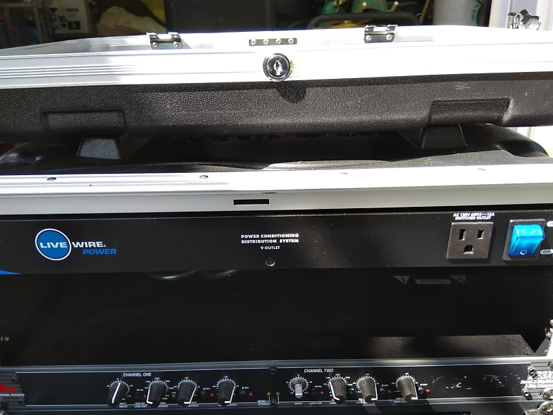 Live Wire PC900 9-Outlet Power Conditioner and Distribution System