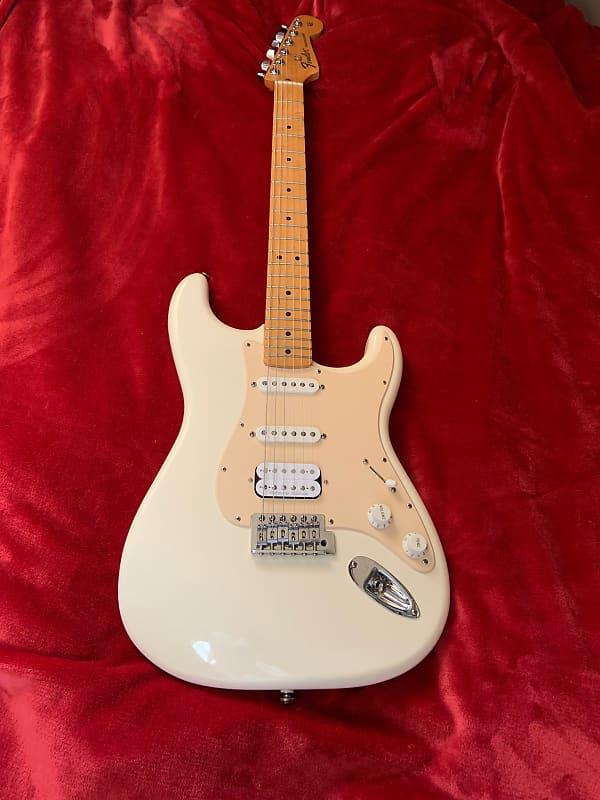 Fender Standard Stratocaster 2006 2017 Reverb >> Fender Standard Stratocaster 2006 2017 Tom S Gear