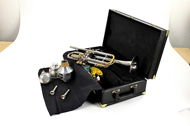 Holton T105S Silver Trumpet With Accessories
