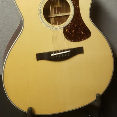 Eastman AC322CE Solid Sapele/Sitka Spruce Grand Auditorium Cutaway with Electronics Natural