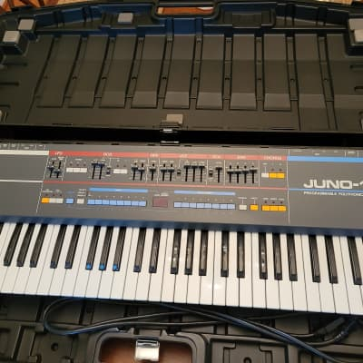 Roland Juno-106 61-Key Polyphonic Synthesizer with case