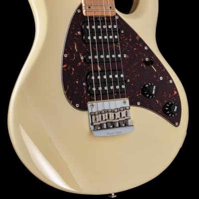 Music Man  Silhouette Limited Edition 2005 Butter Creme -plek optimized