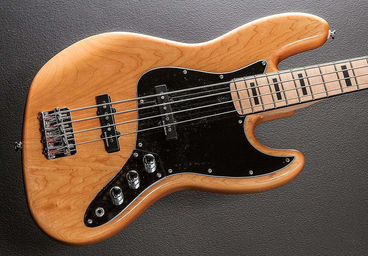 Vintage squier bass — photo 8